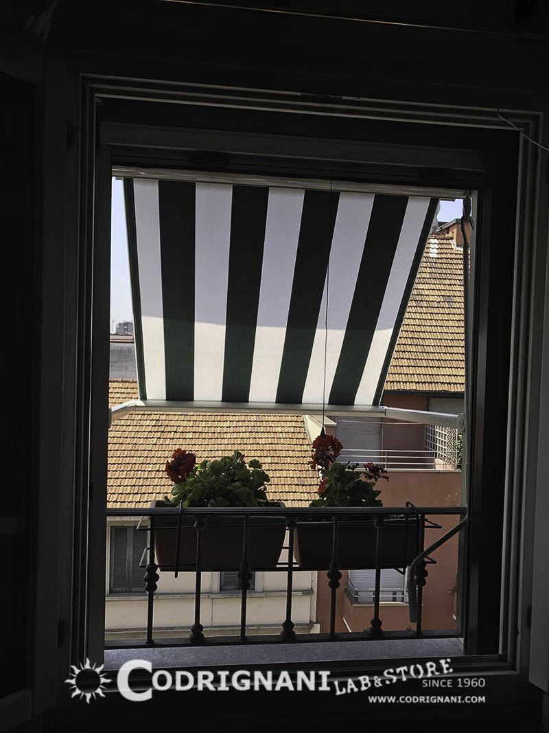 Produzione e vendita di tende da sole su misura montaggio installazione riparazione - Tende per piccole finestre ...